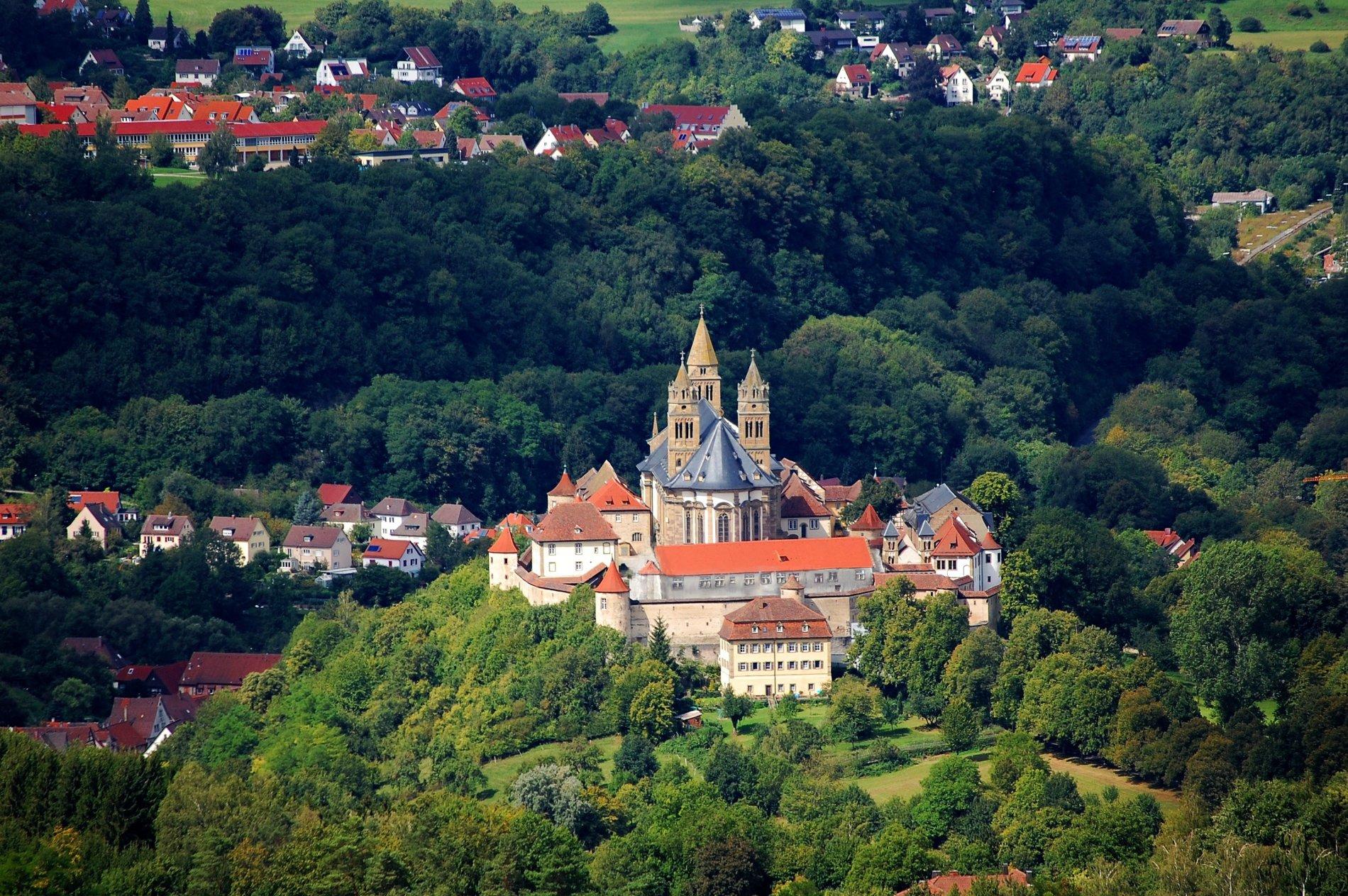 Blick vom Einkorn auf Kloster Großcomburg