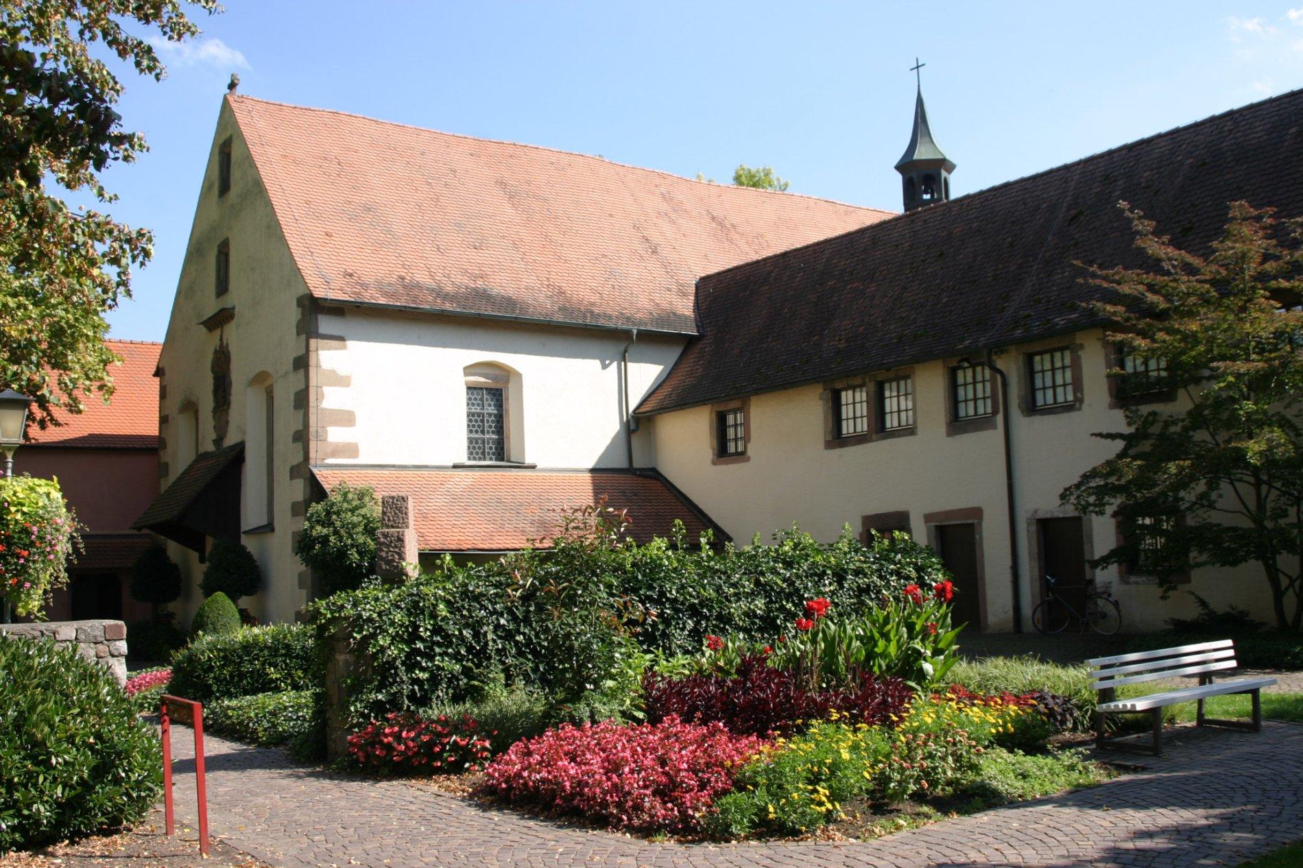 Die Klosterkirche und Loretokapelle gehören dem ehemaligrn Kapuzinerkloster aus dem Jahr 1630 an
