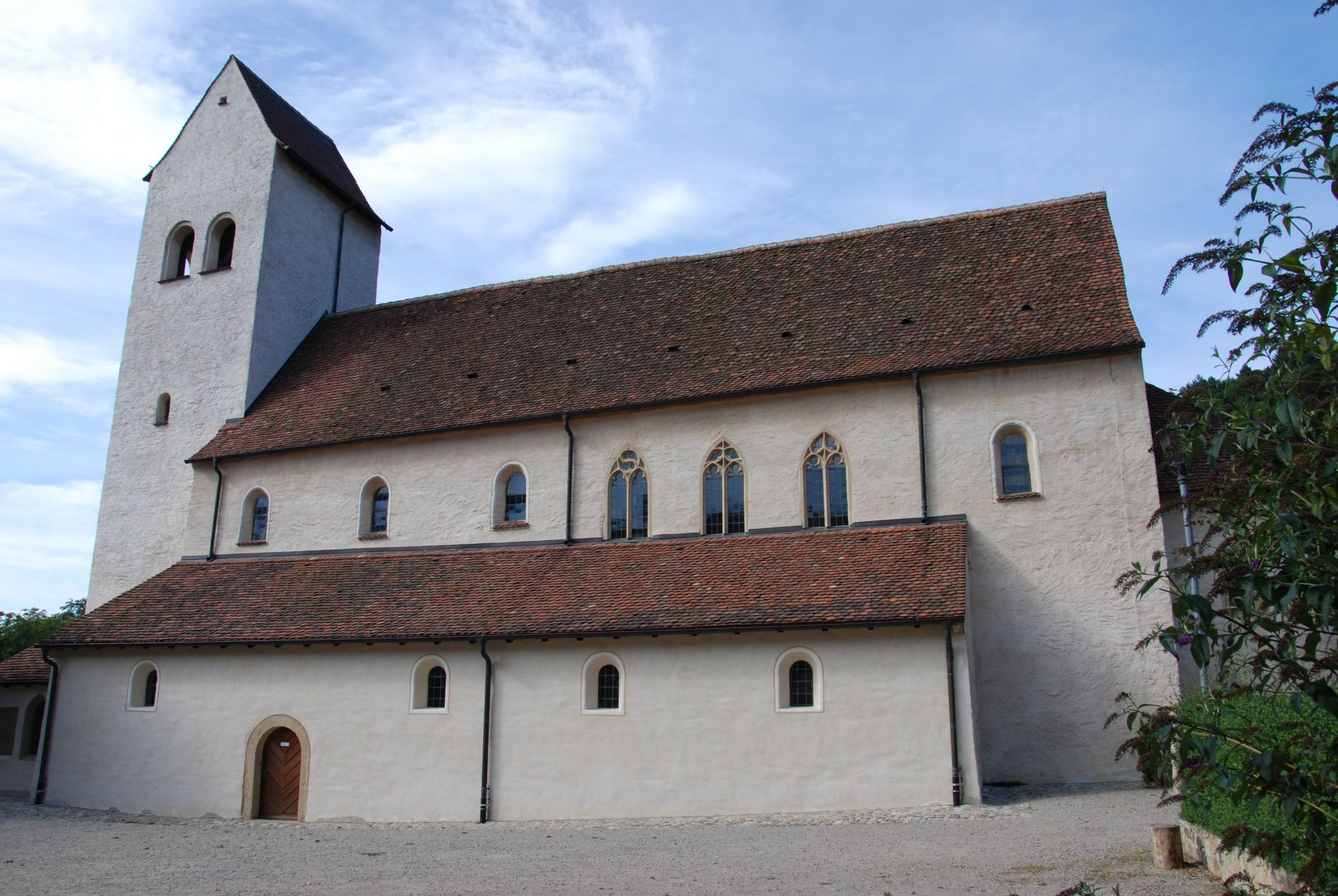 Die Außenansicht der Kirche St. Cyriak in Sulzburg