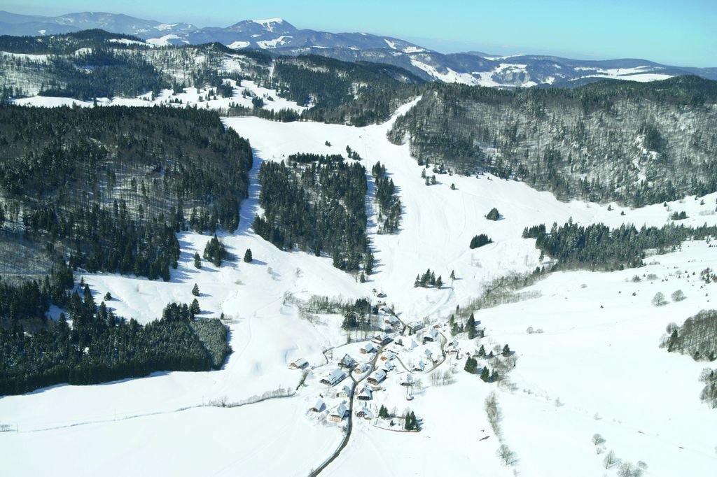 Bernau im Schwarzwald: Blick auf das Skigebiet Hofeck im Ortsteil Hof. Bis auf 1145 Meter führt der Hofeck-Lift 1.