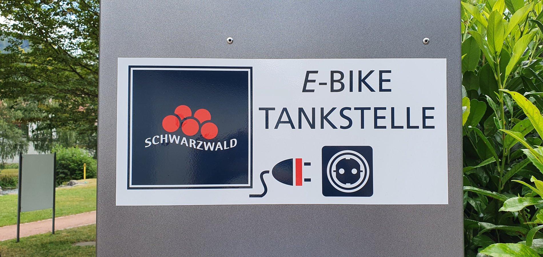 Schild E-Bike-Ladestation im Flößerpark Wolfach