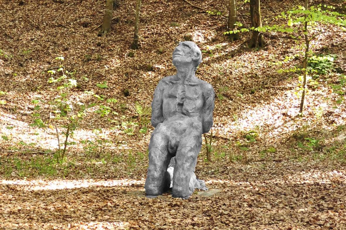 """Bronzeskulptur """"Der Gefangene"""" von Siegfried Haas"""