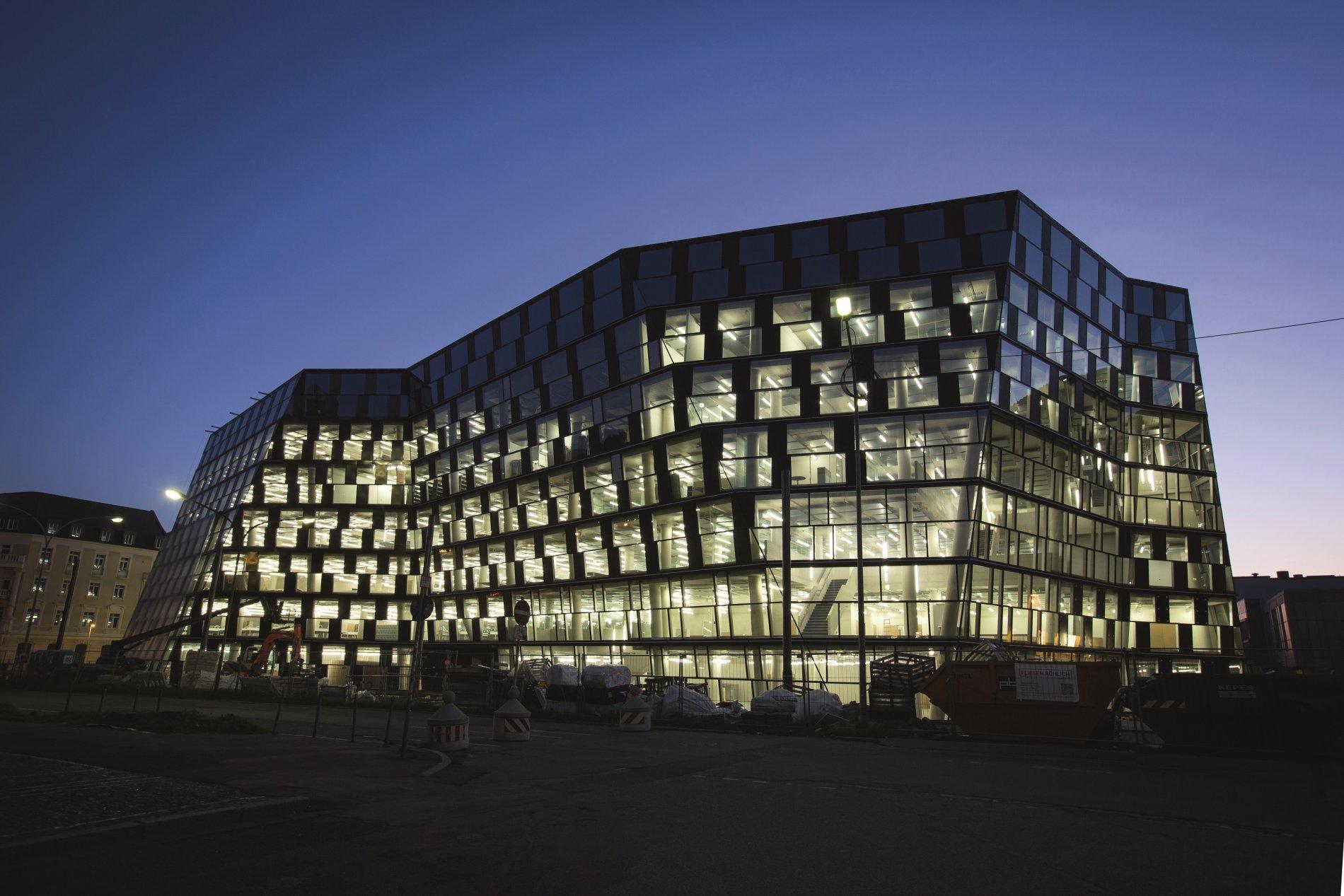 Neue Unibibliothek nachts