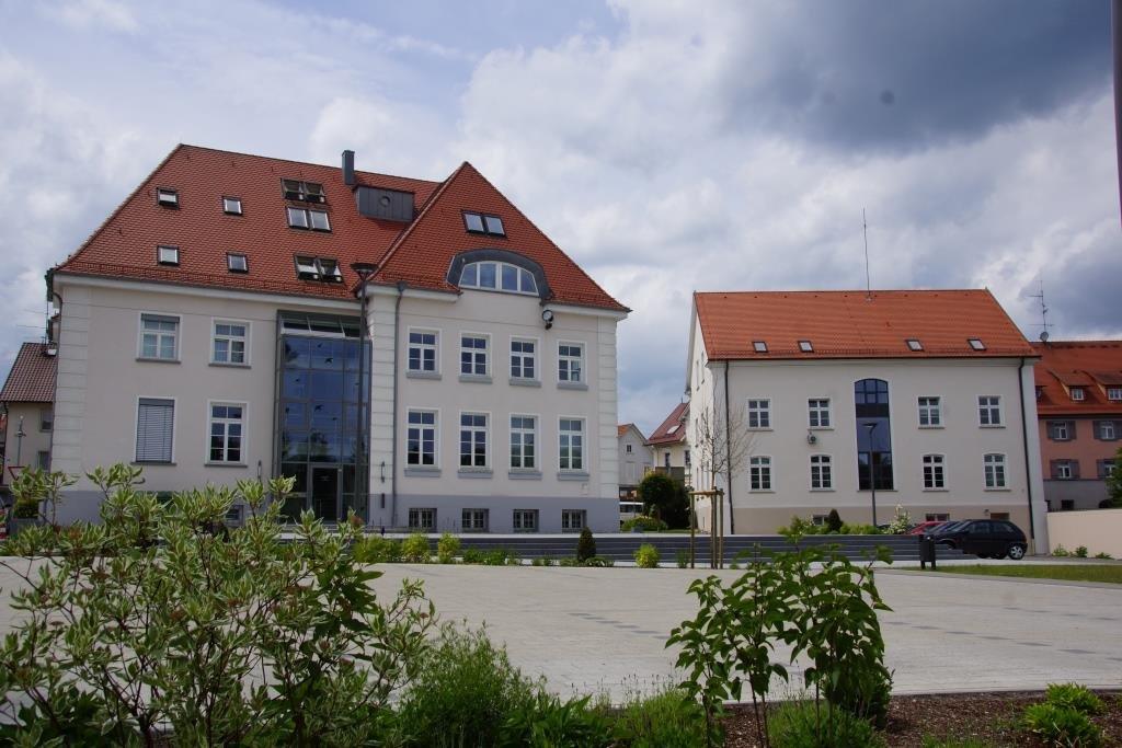 Platz vor dem Ostracher Rathaus
