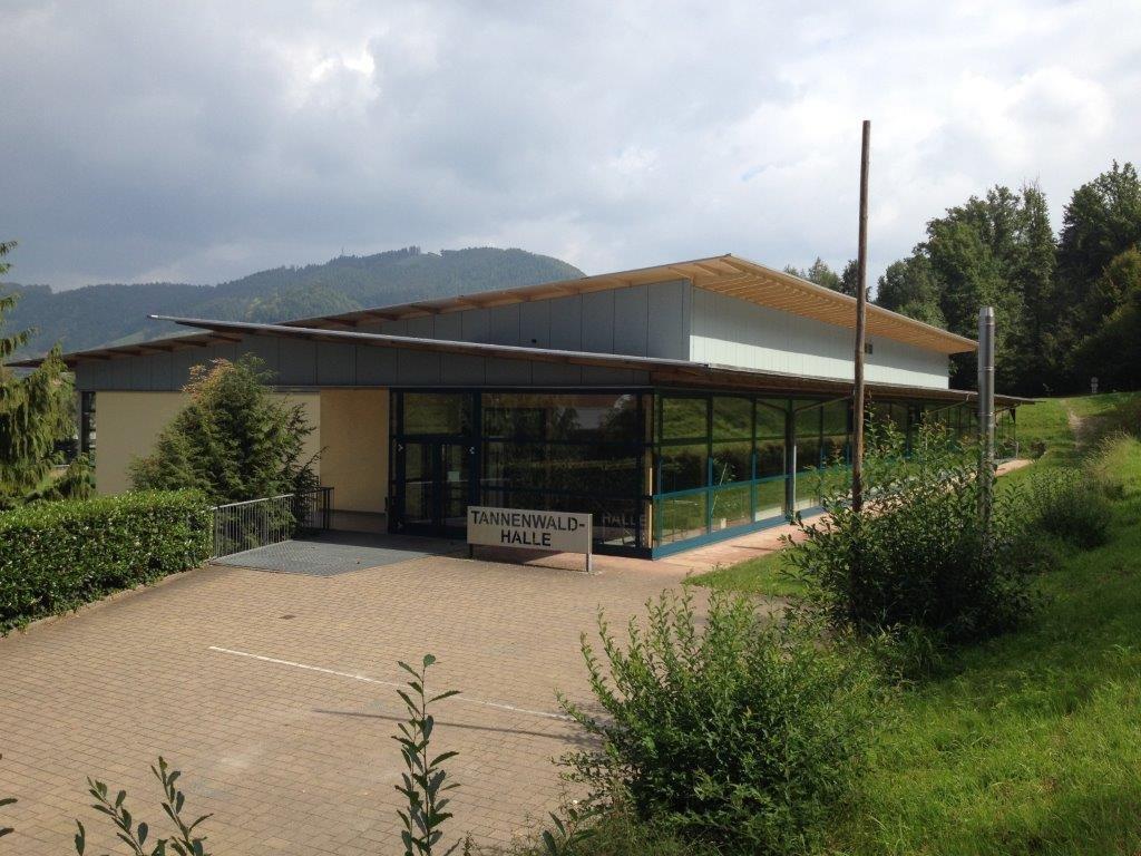 Eingang der Tannenwaldhalle