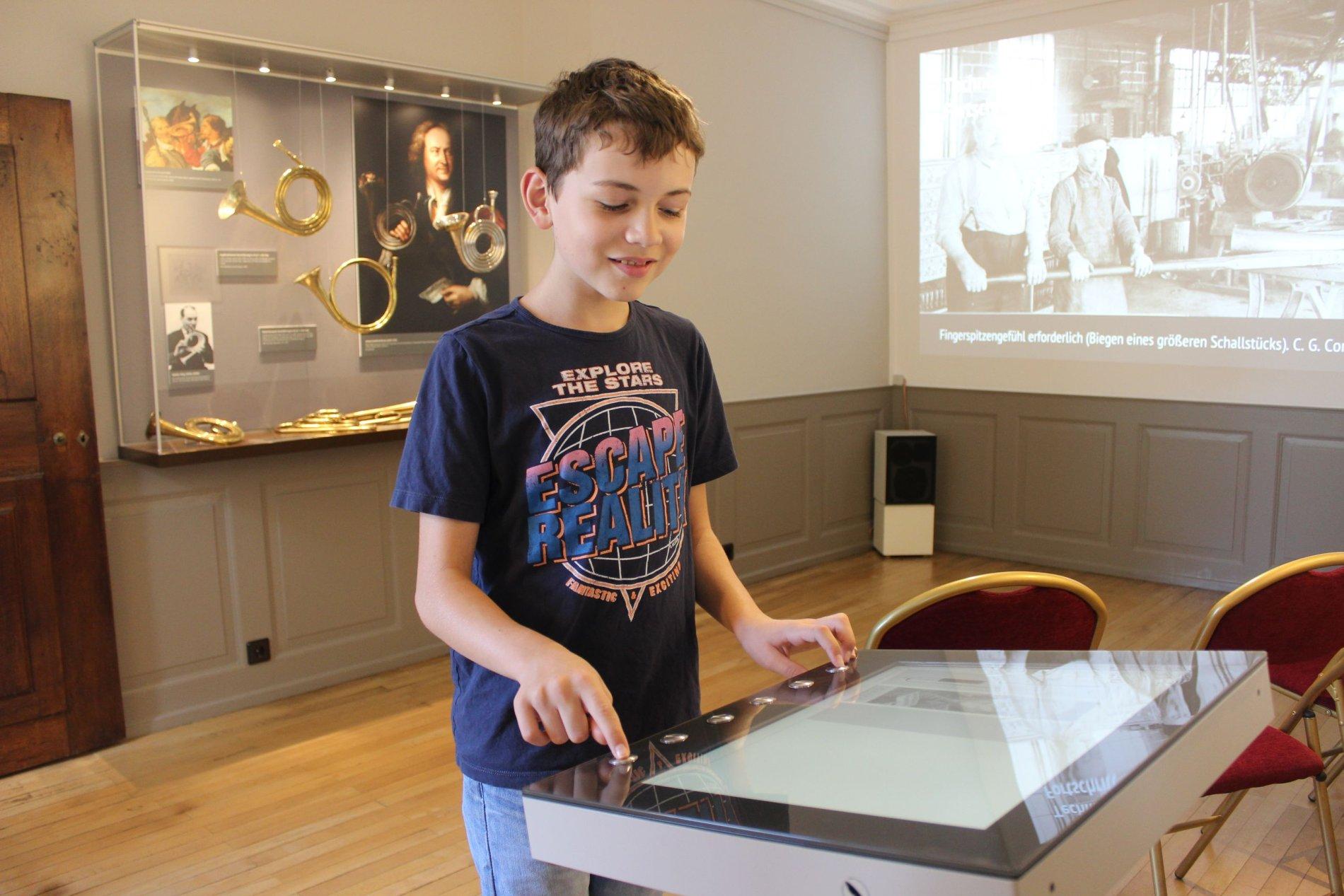 Interaktive Mitmachstation in der Trompetenabteilung des Hochrheinmuseum Schloss Schönau