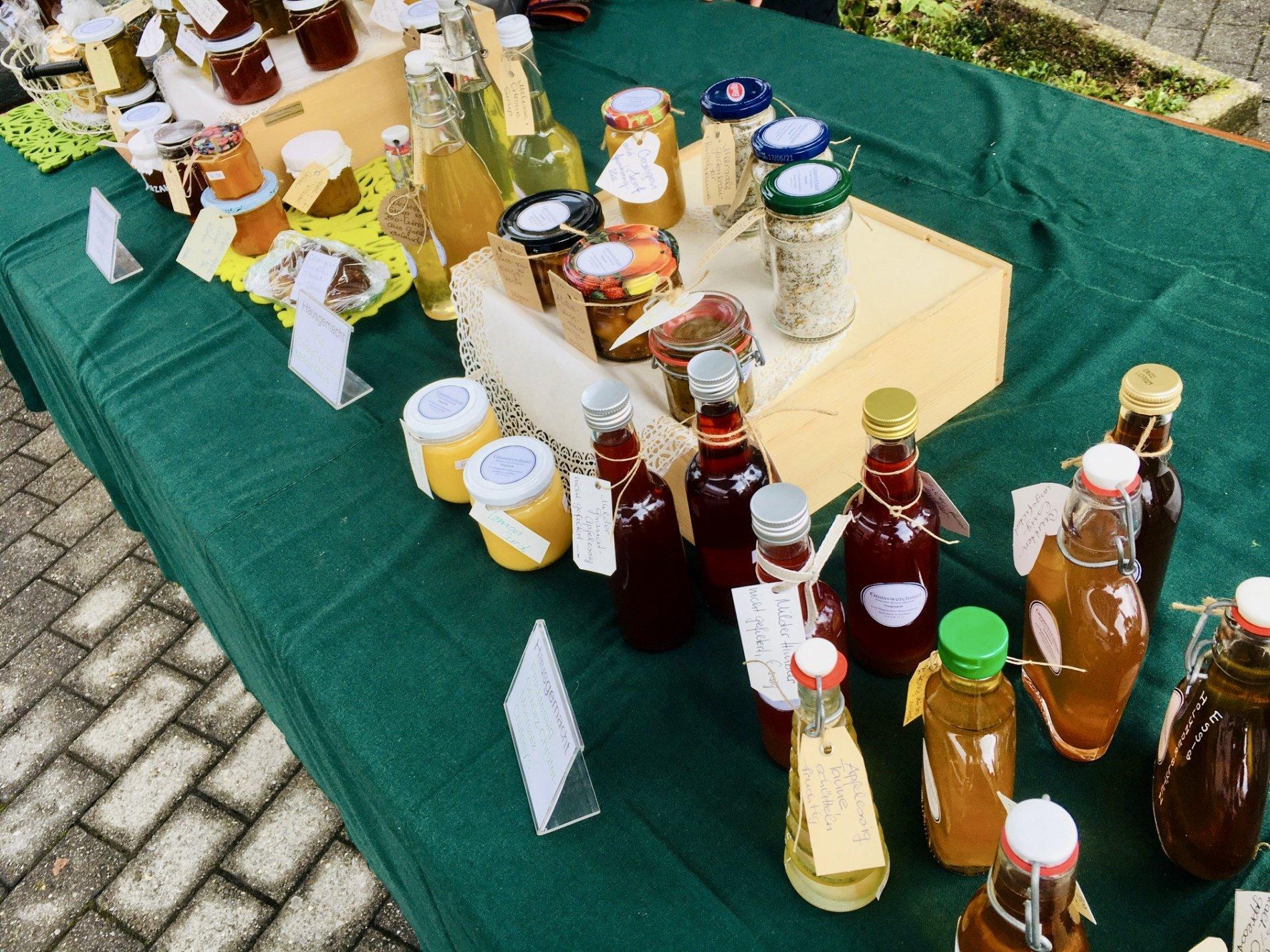 Handgemachte Seifen werden auf dem Chamer Dorfmarkt angeboten.