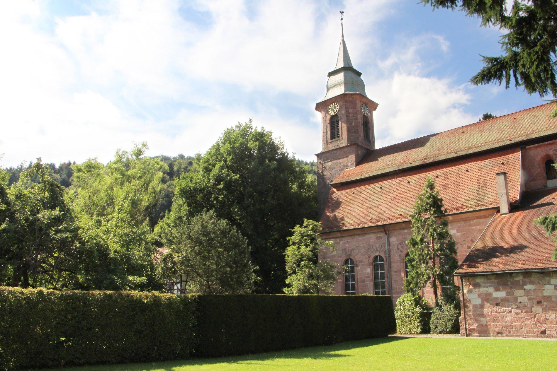 Klostergarten direkt hinter der Klosterkirche.