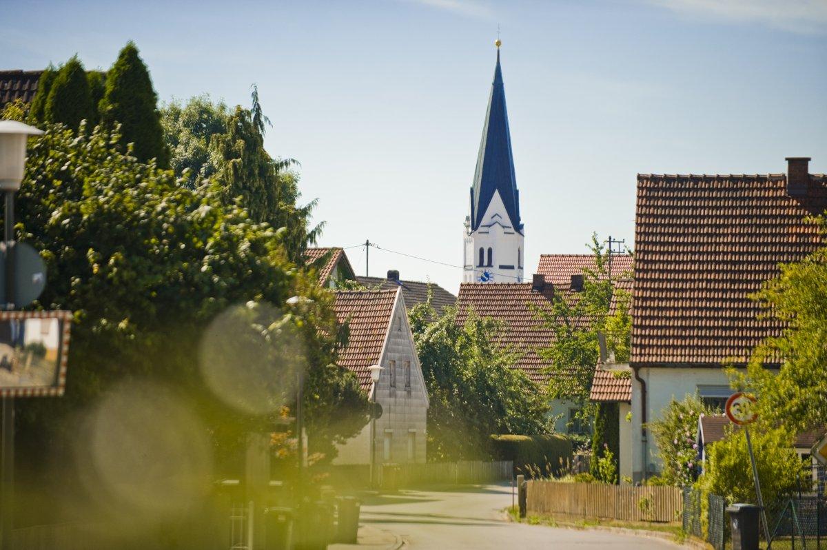 Blick auf den Kirchturm in Hettenshausen