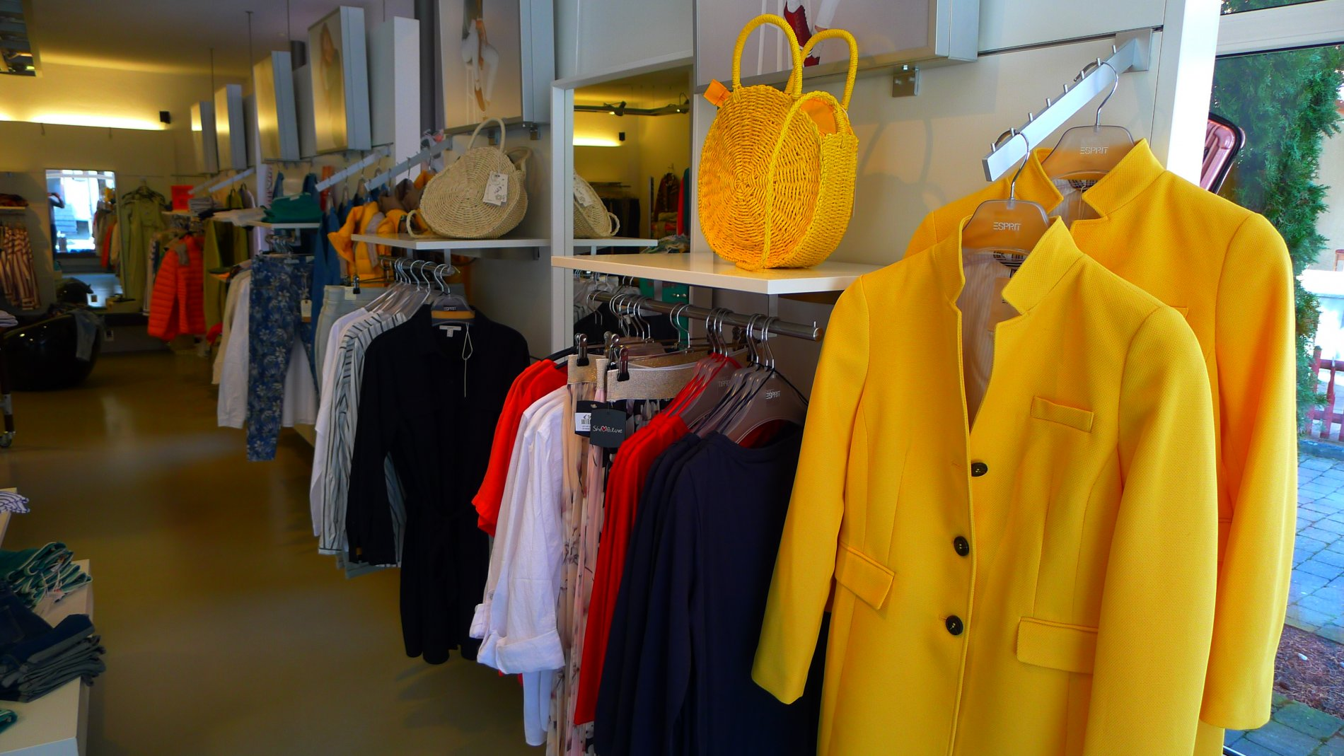 Lakritz Modegeschäft Kleiderangebot