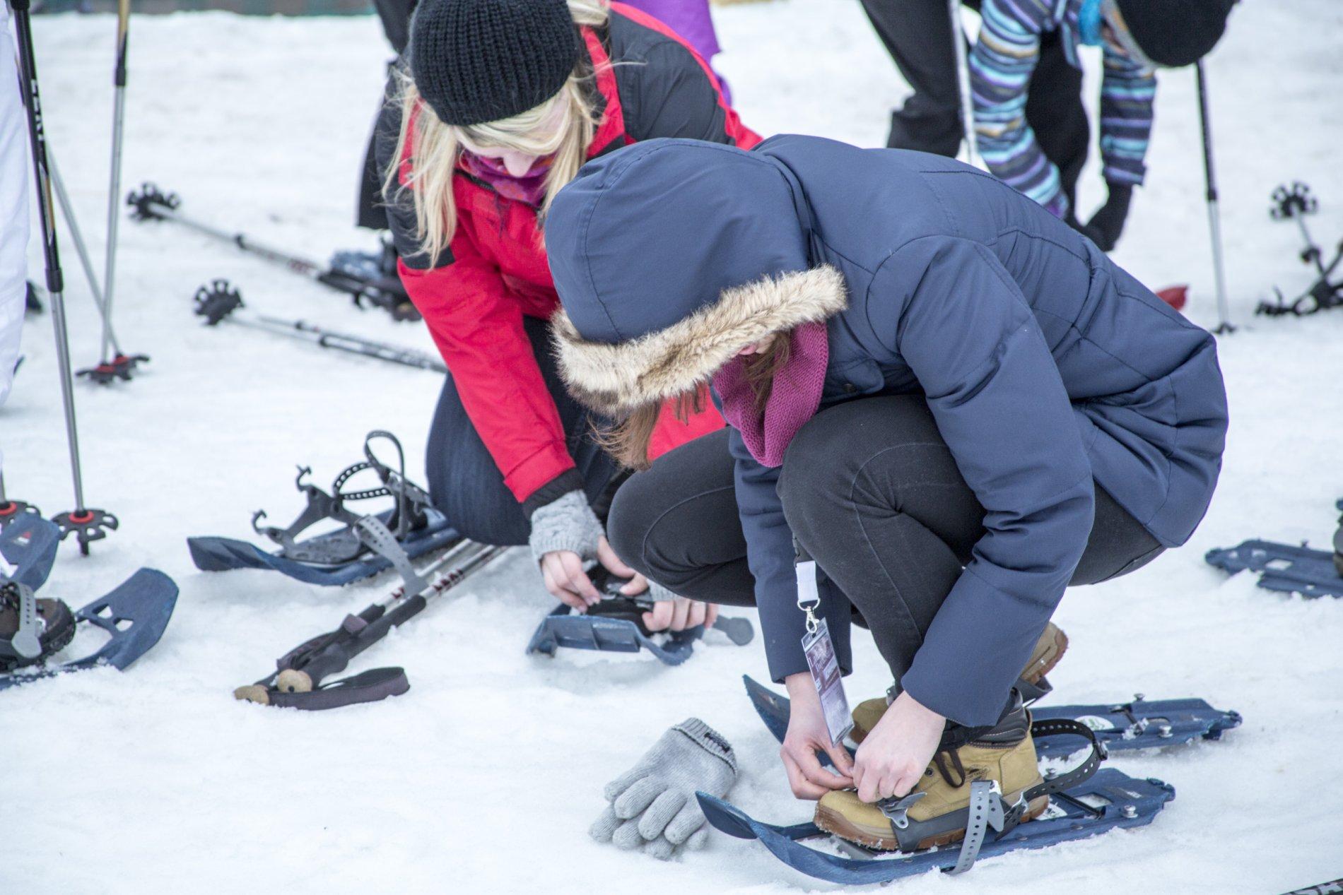 Vorbereitung zur Schneeschuhwanderung
