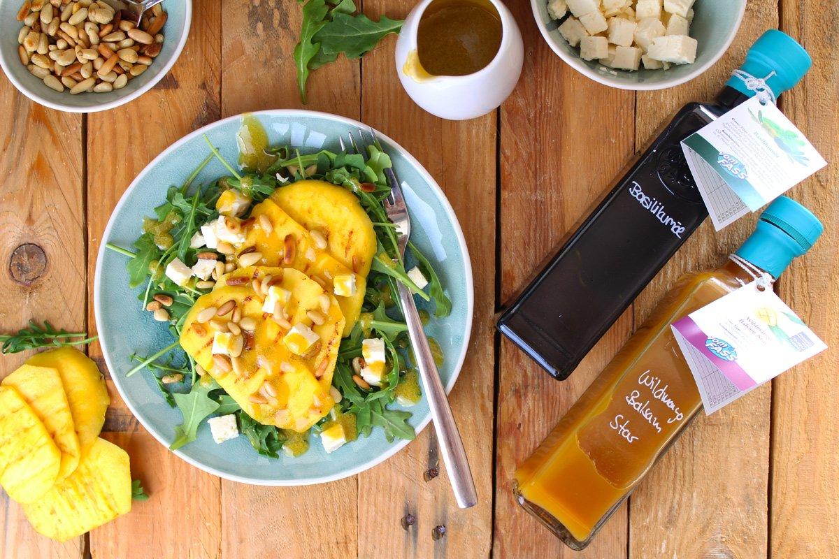 Vom Fass, Solothurn, Rucolasalat mit gegrillter Mango und gerösteten Pinienkernen