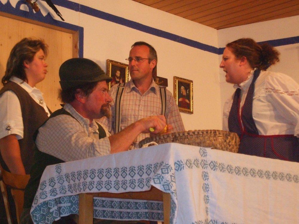 Szene aus einem Theaterstück mit der Heimatbühne Langdorf
