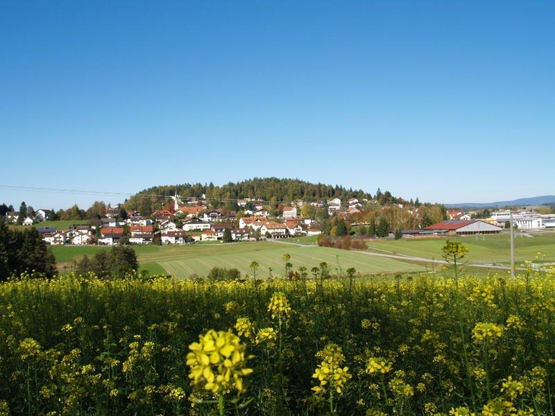 Am ehemaligen Goldenen Steig. Der staatlich anerkannte Erholungsort Büchlberg im Granitland Bayerischer Wald, ist nur 15 km von der Dreiflüssestadt Passau entfernt.