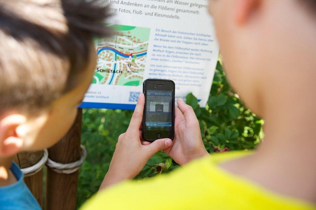 Geocaching für Kinder auf dem Flößerpfad Kinzigtal. Der Einstieg erfolgt in der Nähe des Spielplatzes.