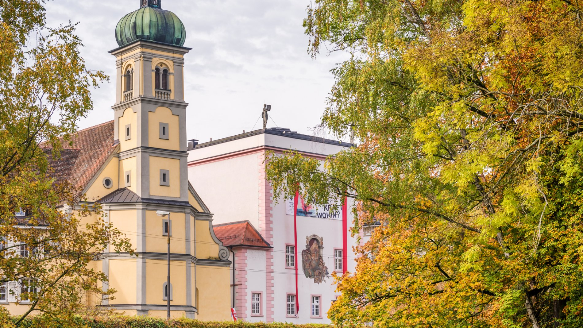 Theater Konstanz mit Blick aus dem Stadtgarten
