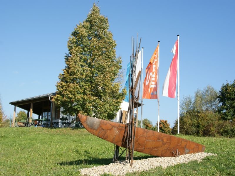 Kunstwerk Boot und Paddel in Dietfurt-Griesstetten im Altmühltal