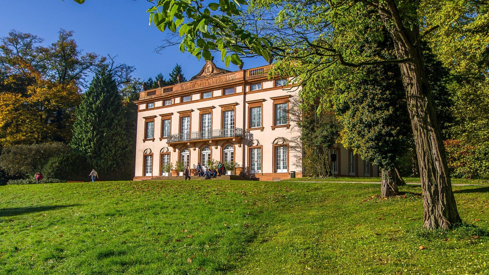 Blick auf Schloss Schönbusch im Park Schönbusch in Aschaffenburg