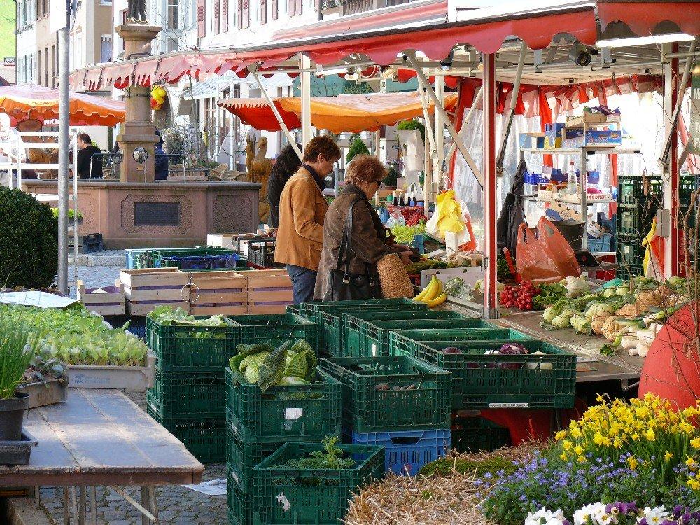 Wochenmarkt am Mittwoch und Samstag in Wolfach