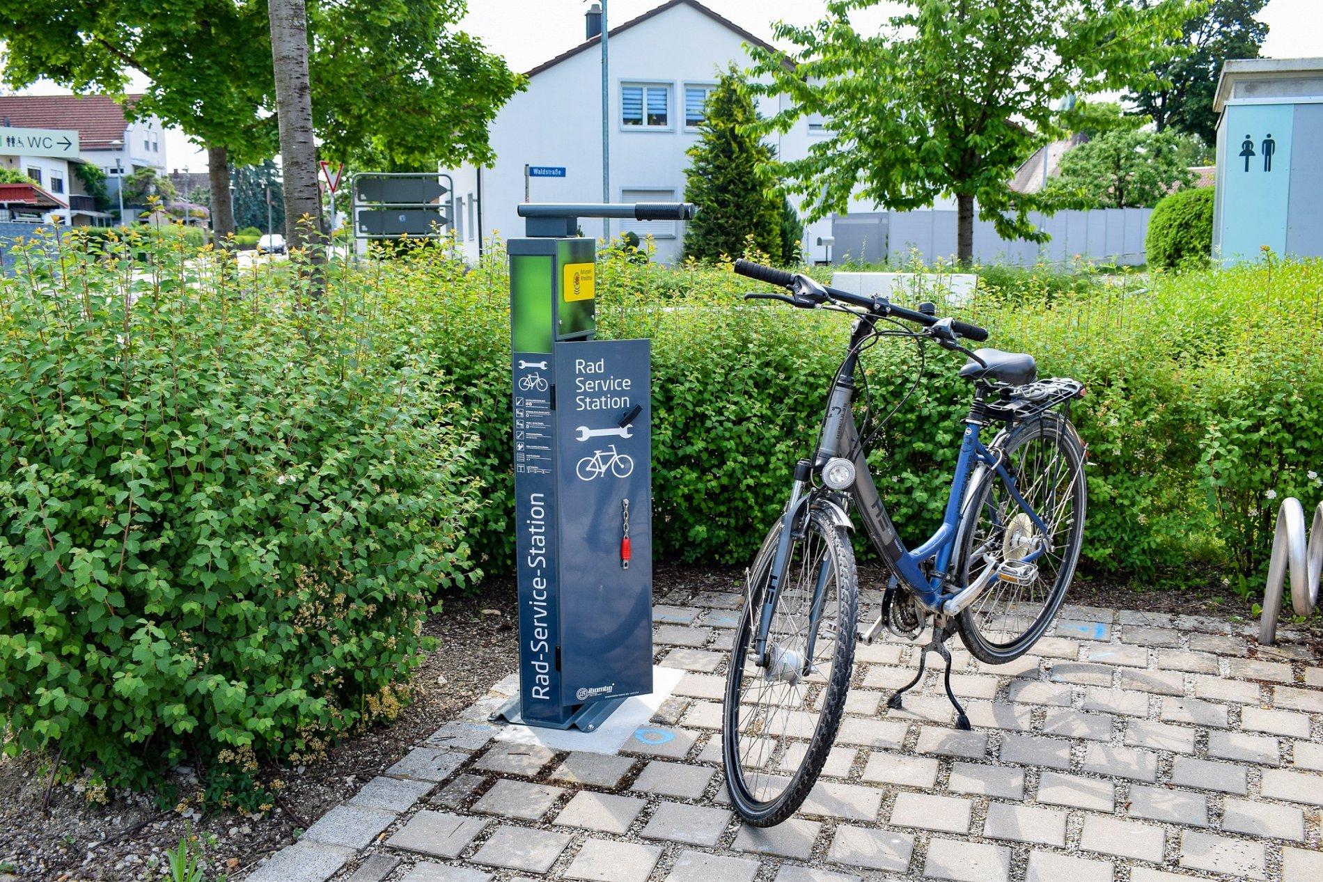 An der Radservice-Station in Bad Gögging können kleinere Reparaturen am Fahrrad vorgenommen werden.