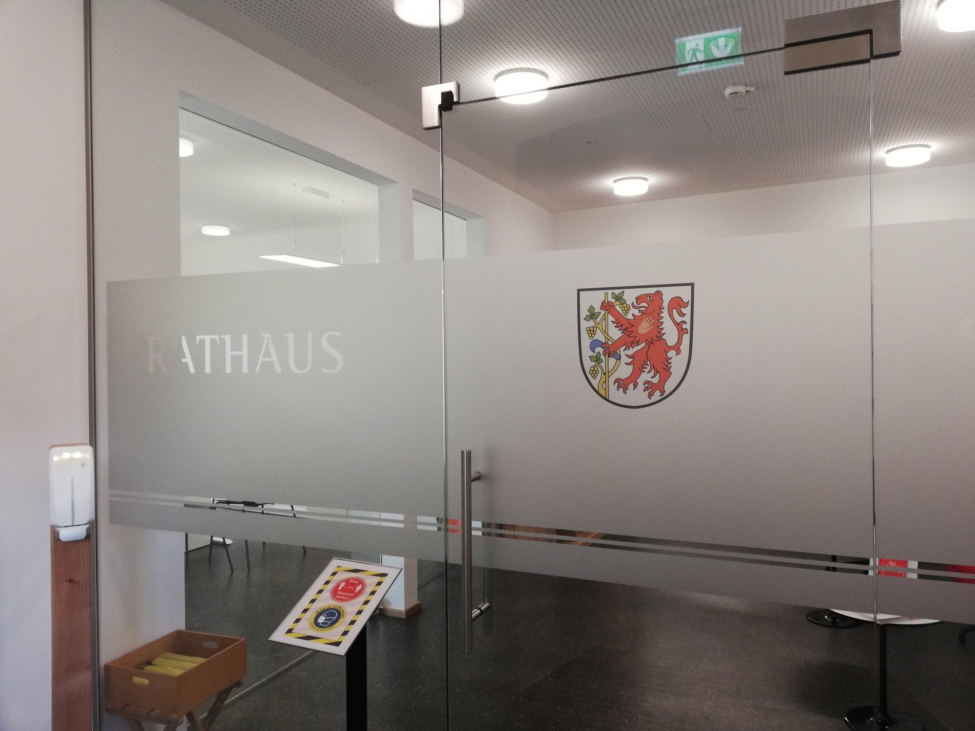 Blick in den neuen Eingangsbereich des Rathauses