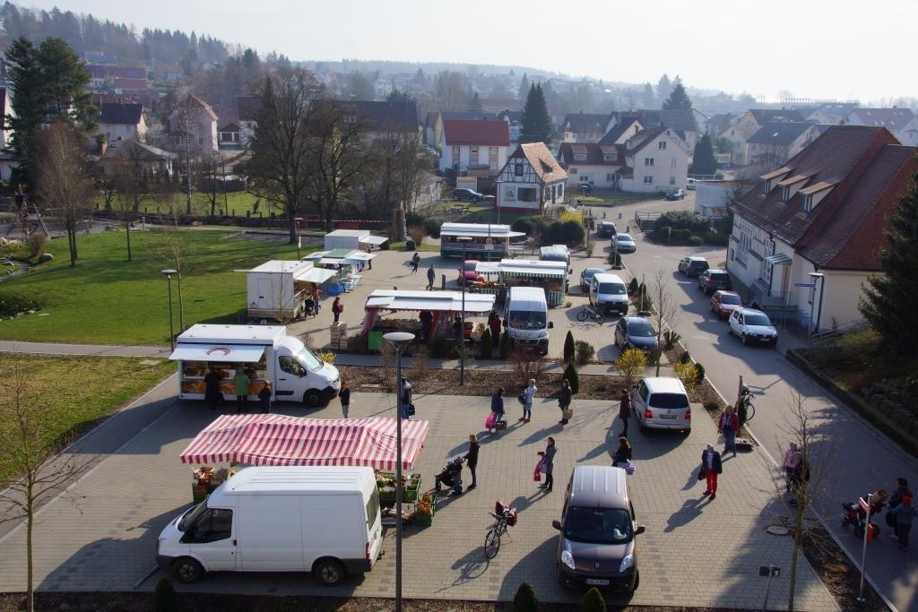 Der Ostracher Wochenmarkt zu Corona-Zeiten.
