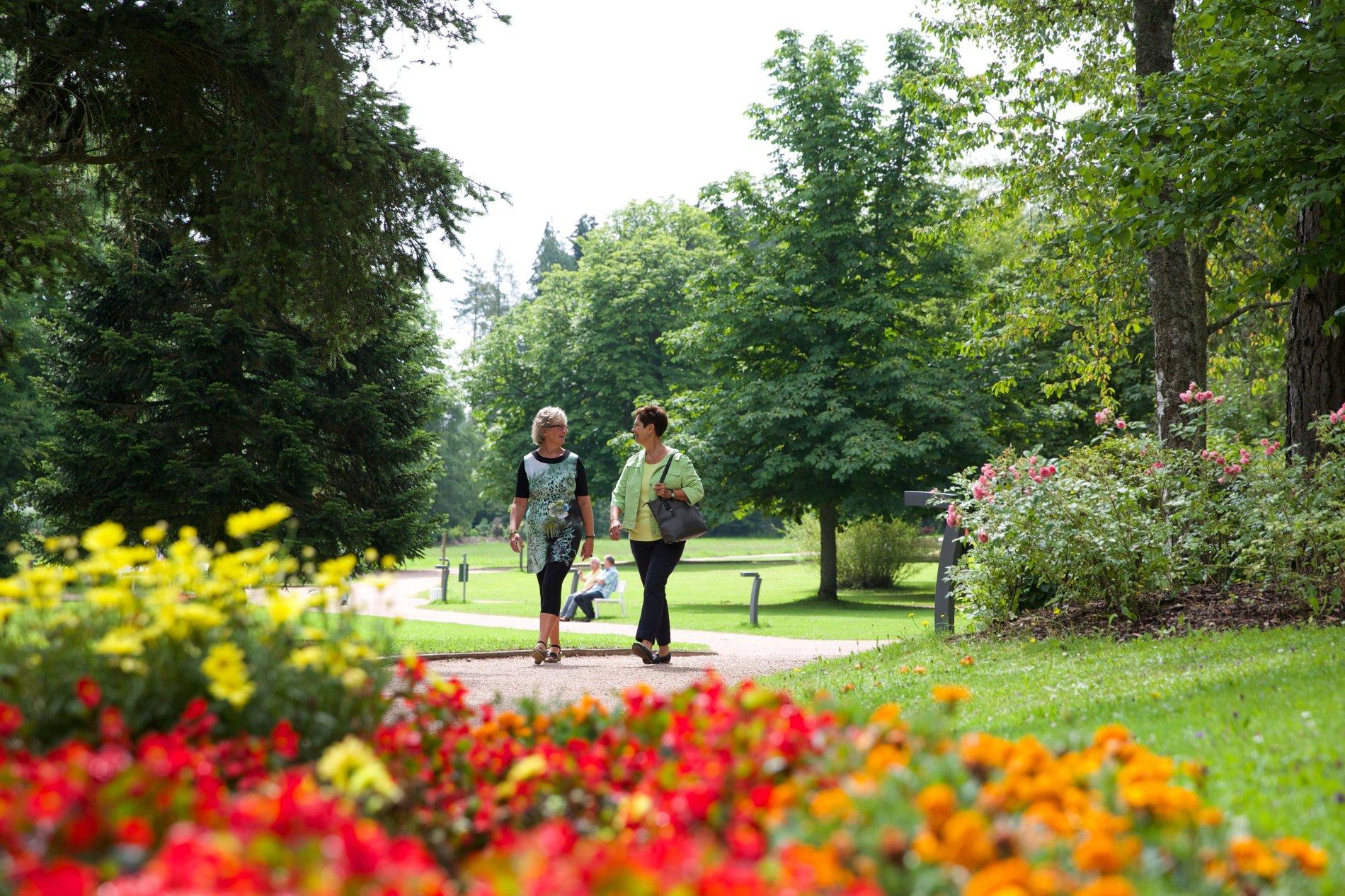 Romantischer Jugendstilpavillon im historischen Kurpark