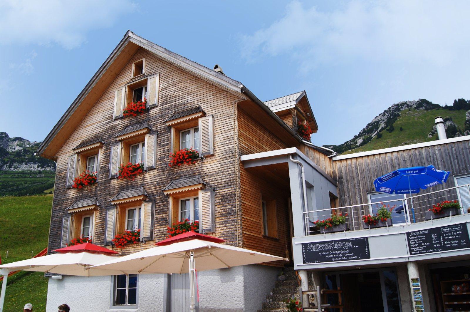 Aussenansicht vom Bergrestaurant Holzstübli