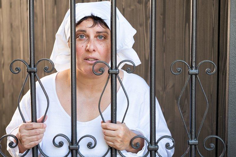 Ein düsteres Stück Geschichte zeigt Stadtführerin Magdalena Kasten-Radio in der Rolle der Maria Schneider, die als Hexe verurteilt wurde.