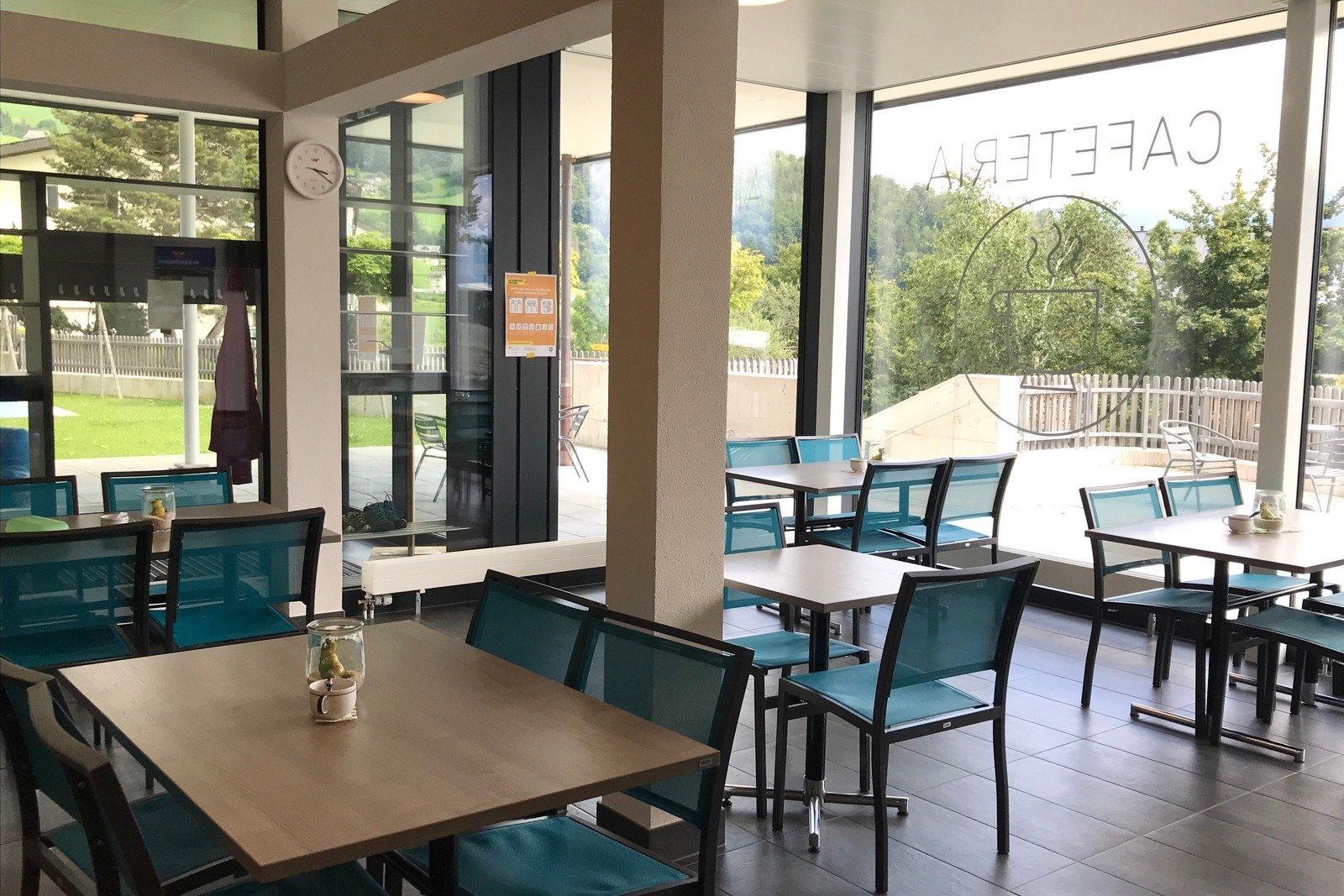 Nach dem Hallenbadbesuch in Amden lädt die Cafeteria auf einen Kaffee oder Erfrischungsgetränk ein.