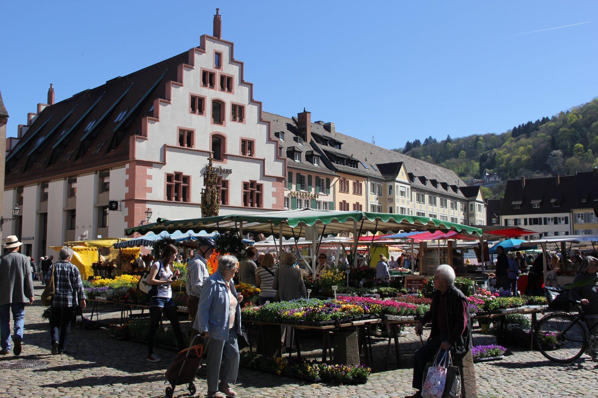 Freiburg Münstermarkt mit Kornhaus