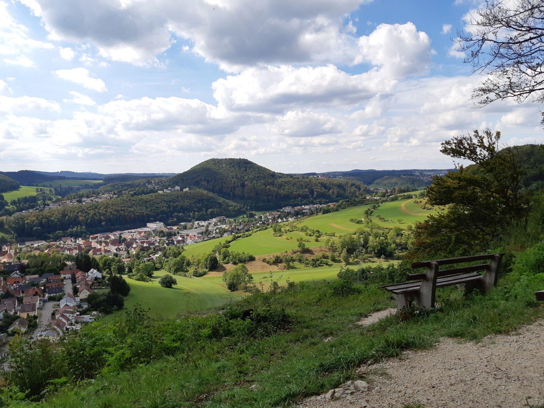 Sagenhafter Ausblick auf Albstadt-Tailfingen vom Strichfelsen