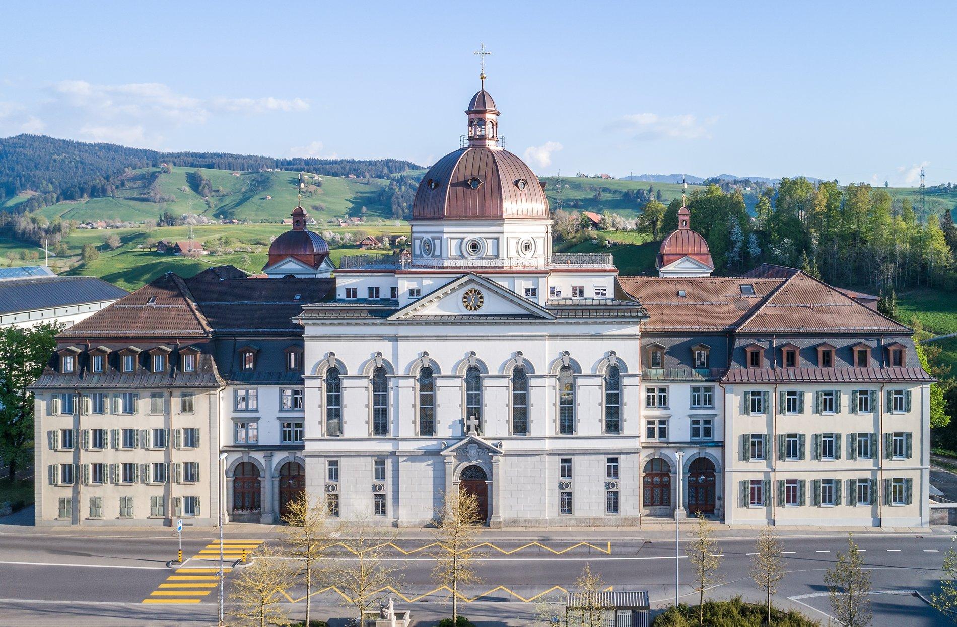 Frontansicht Klostergebäude