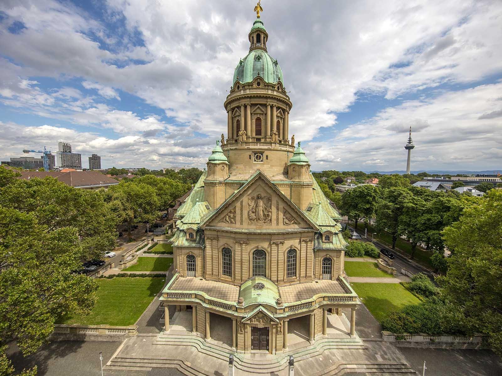 Christuskirche Mannheim, Ansicht mit Haupteingang