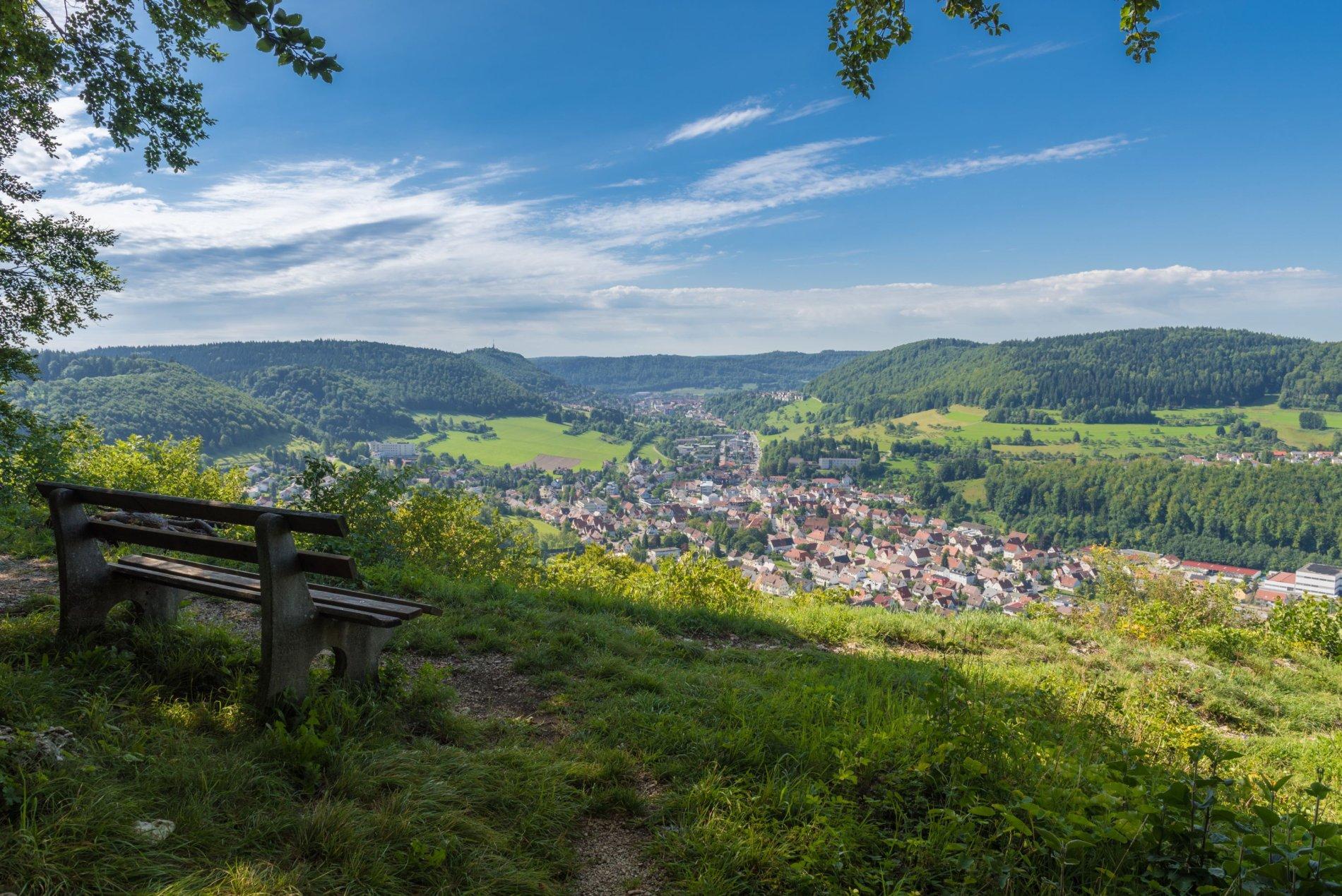 Sagenhafter Ausblick vom Leimenfels auf Albstadt-Truchtelfingen