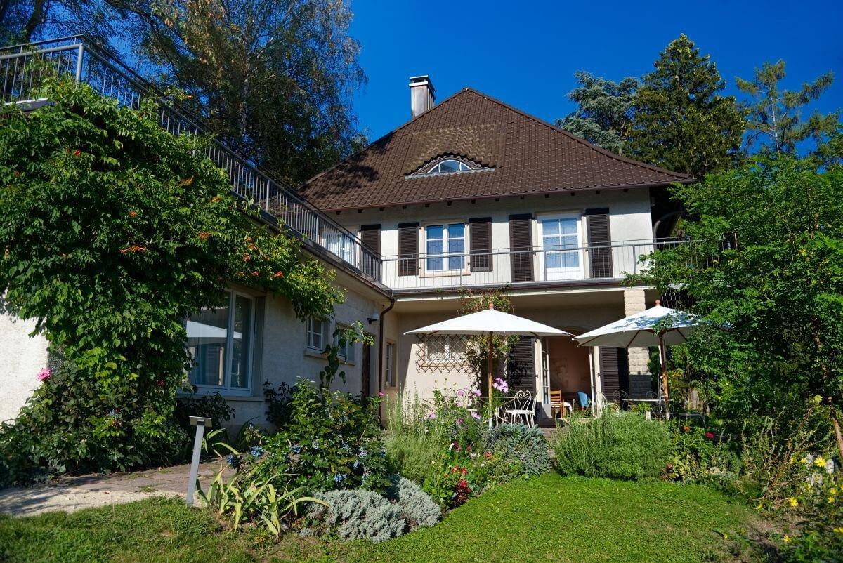 Aussenansicht vom Museum Haus Dix mit Garten