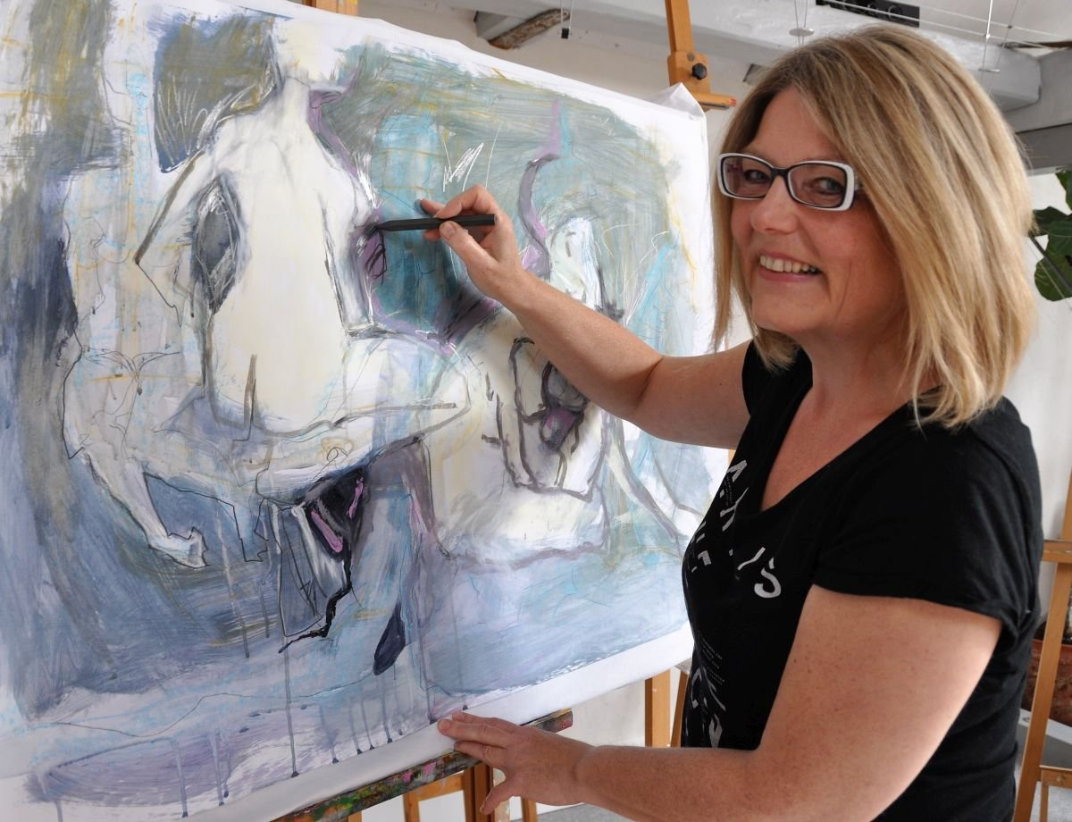 Heidi Reubelt in ihrem Atelier