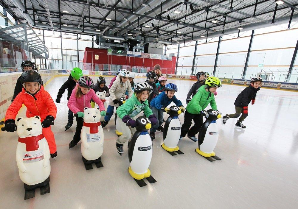 Schlittschuhkurs für Anfänger in der Eishalle in Freising