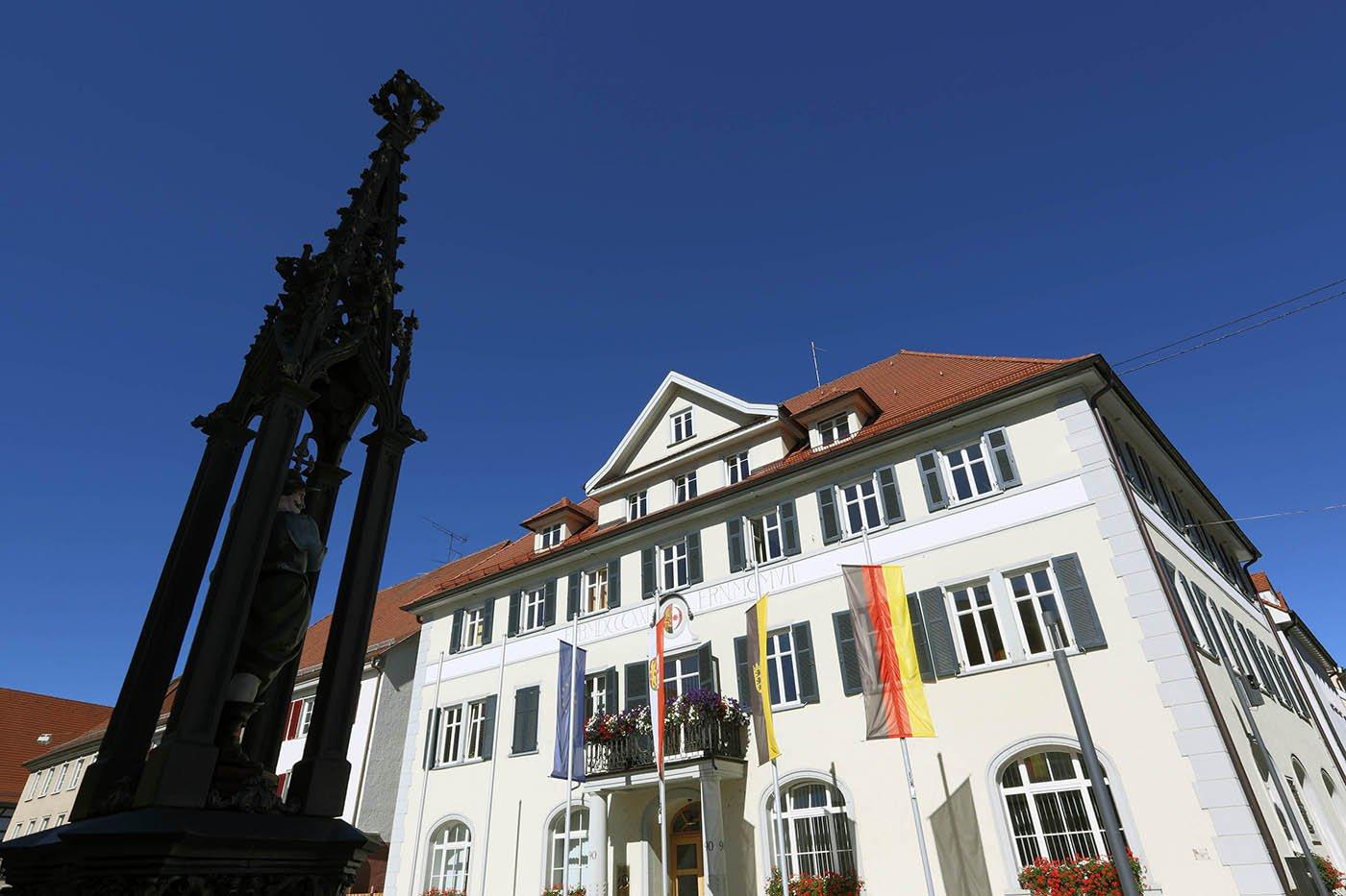Rathaus und TouristInfo Mengen