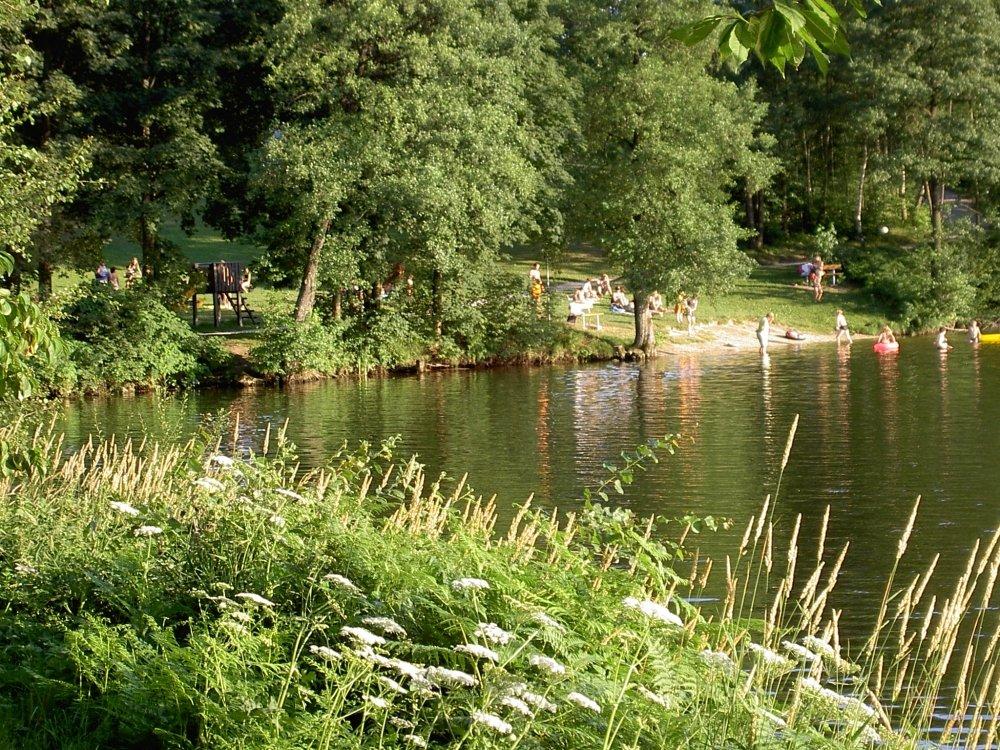 Badestrand am Freudensee bei Hauzenberg im südlichen Bayerischen Wald
