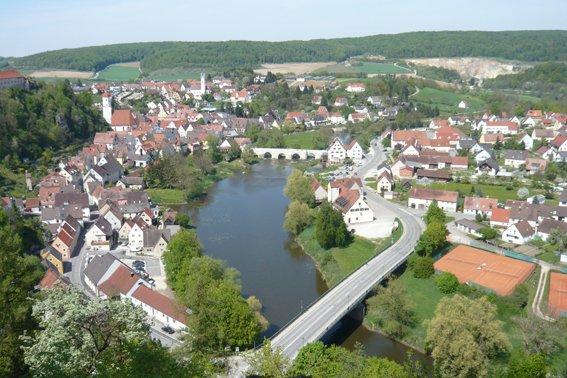 Aussichtspunkt mit Blick auf das Schloss Harburg