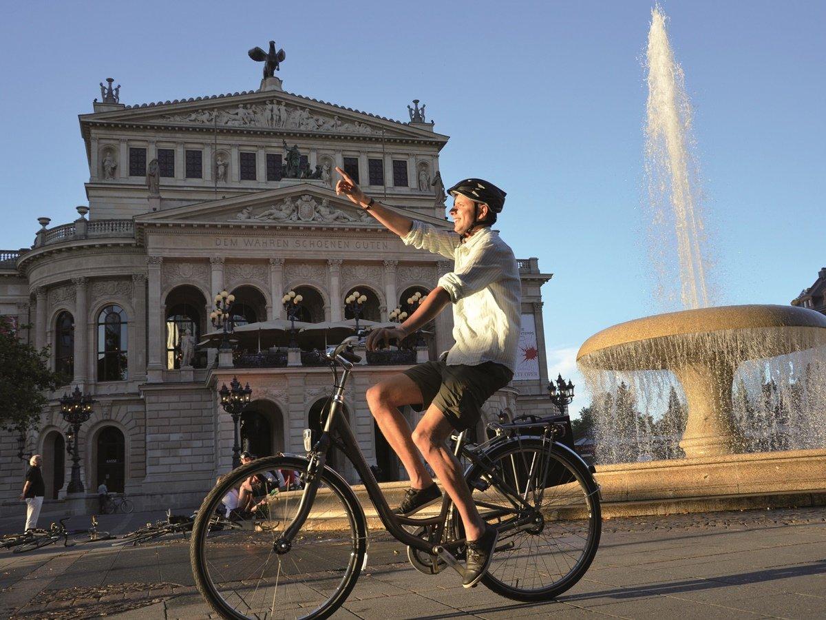 Bike tour along the Alte Oper opera house