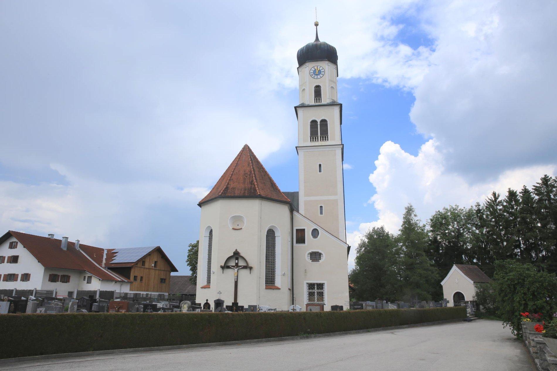 St. Johannis Baptist Pfarrkirche, Leuterschach
