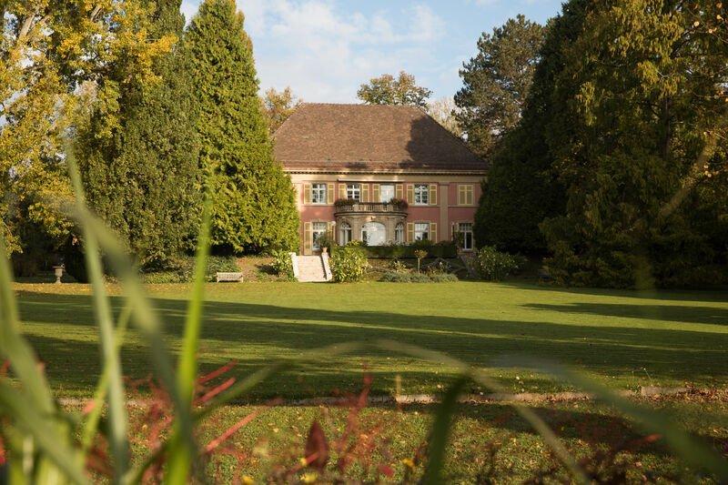 Grünfläche und Villa im Stiegeler Park