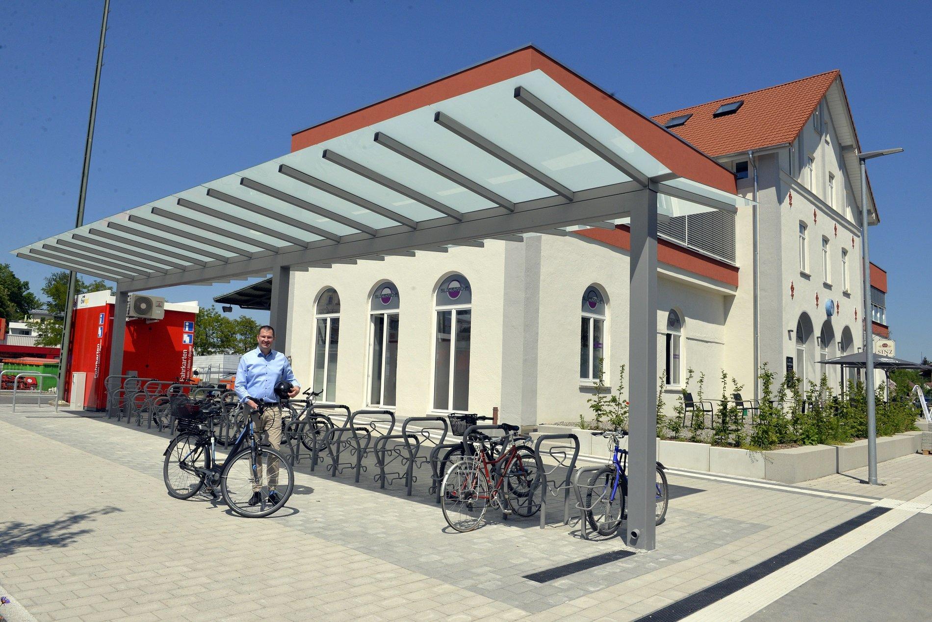 Bahnhof mit Fahrradfahrer Bad Waldsee