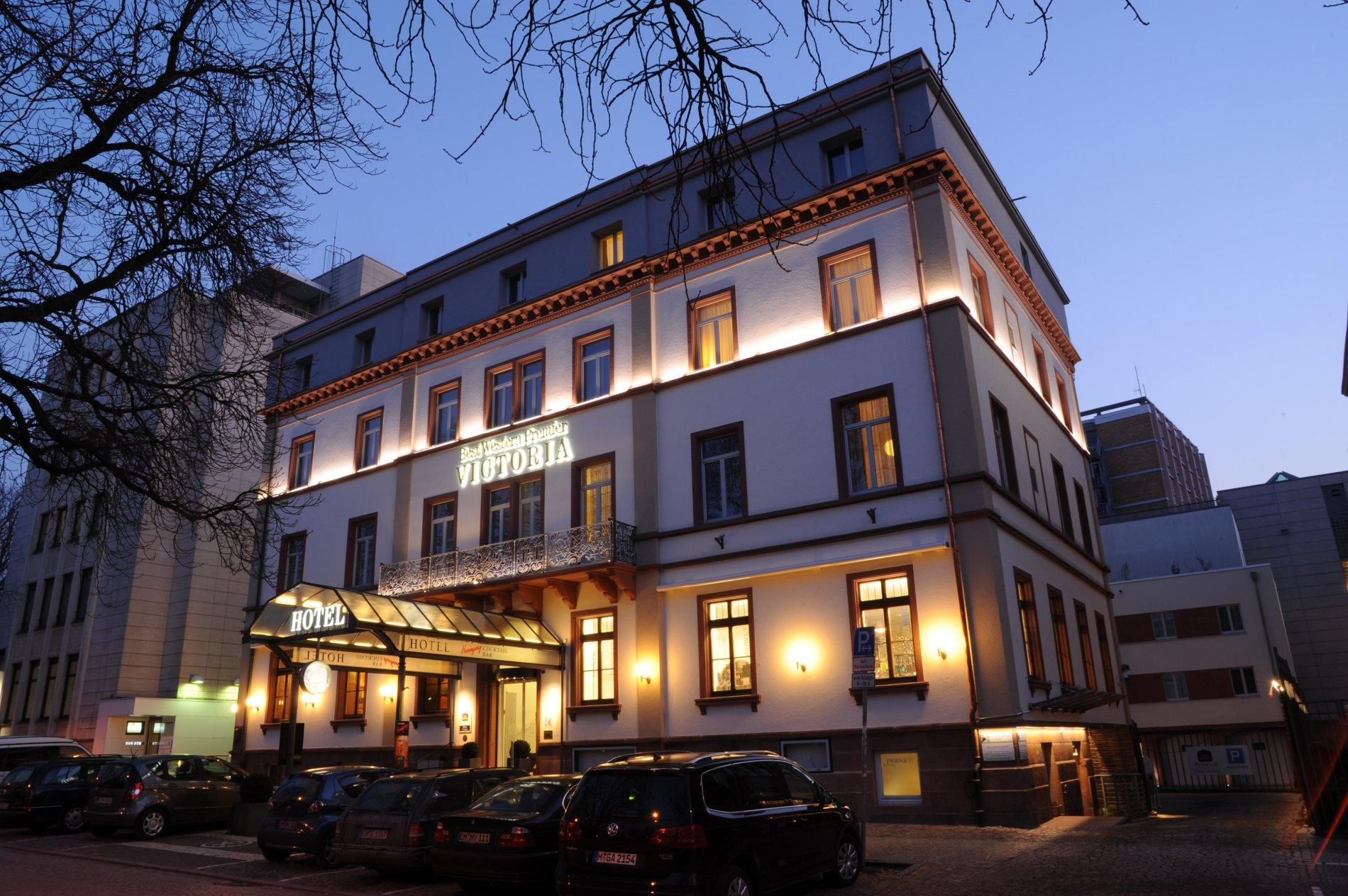 Best Western Premier Hotel Victoria Aussenansicht Nacht