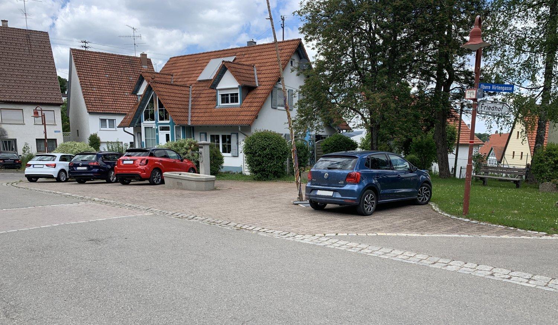 Parkplatz Dorfmitte Hossingen