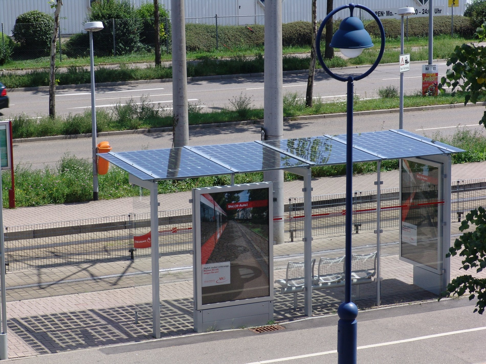 Solardachhaltestelle