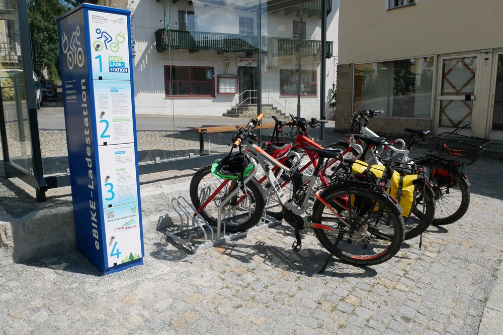 eBike-Ladesäule an der Tourist-Info Lam