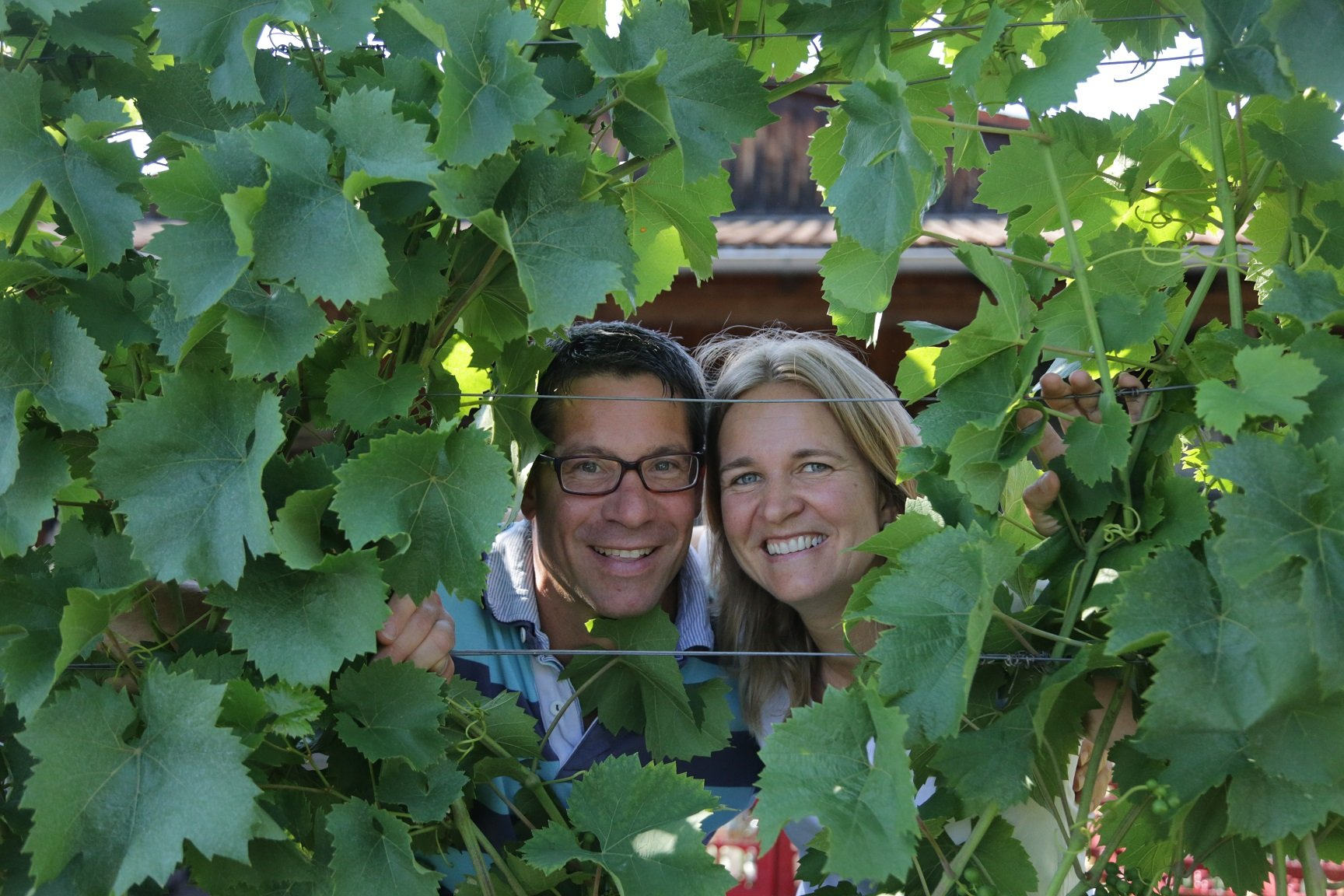 Friendly welcome from the Haeussermann family with a view through the vines